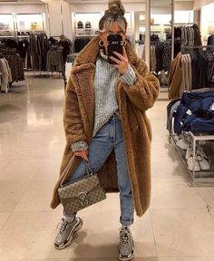 winter outfits street style How to wear the best coat of the season! The Teddy Coat Casual Fall Outfits, Winter Fashion Outfits, Fall Winter Outfits, Autumn Winter Fashion, Trendy Outfits, Cute Outfits, Winter Clothes, Winter Fashion Street Style, Chill Outfits