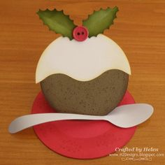 This homemade Christmas Pudding Card is a great Christmas paper craft! Handmade Christmas cards are the most meaningful.