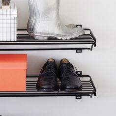 Maze Shoe Shelf L skohylla - Maze Shoe Shelf L skohylla - vit Swedish Design, Scandinavian Design, Hat Shelf, Boot Storage, Hallway Inspiration, Shoe Shelves, Small Hallways, Hallway Furniture, Shelving Systems