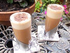 Iced Mocha Vanilla Vegan Frapuccino: a fraction of the sugar of commercial versions! Iced Mocha, Iced Coffee, Coffee Drinks, Coffee Shop, Vanilla Frappuccino, Vegan Dark Chocolate, Light Snacks, Smoothies, Vegan Recipes