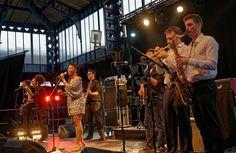 Leslie Phillips, révélation de la scène soul afrobeat jazz à Monségur, au 24 heures du Swing 2015. Laissez-vous emportez par la musique