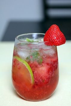 spring break celebration right here-- strawberry mojito.
