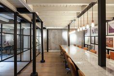 Sede Central Nedvest  / Studio Aa + Petra van Roon
