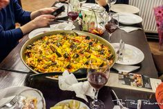 Paella Valenciana Mixtă Paella, Ethnic Recipes, Food, Essen, Meals, Yemek, Eten