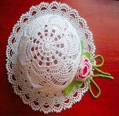 CROCHE COM RECEITA: Chapéu branco em croche carrega flores cor de rosa...                                                                                                                                                                                 Mais