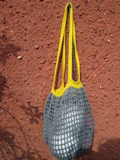 Opskrift på indkøbsnet Jeg har hæklet dette net i bomuldsgarn med nål 3,5. 1. runde: 1 lm. omkring en magisk ring. Hækl 4 lm. og 19 dob...