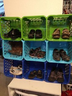 Easy DIY Shoe Rack Ideas You Can Build on a Budget - Clever idea to use Dollar Store baskets for a shoe storage rack Baby Shoe Storage, Closet Shoe Storage, Diy Shoe Rack, Diy Toy Storage, Kids Storage, Storage Ideas, Storage Rack, Storage Solutions, Clothes Storage