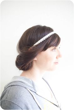 diy boho hairstyle - need elasticy hairband. this would look cute on me if my hair were longer :)