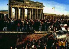 As imagens mais vistas do mundo: A queda DO MURO DE BERLIM.