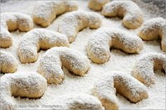 Vanillekipferl are all-time favourite, traditional German Christmas cookies. Test my Almond Crescents recipe, you& agree, it is an easy German cookie recipe. German Christmas Cookies, Easy Christmas Cookie Recipes, German Cookies, Almond Meal Cookies, Butter Cookies Recipe, Vanilla Cookies, Holiday Baking, Christmas Baking, Christmas Time