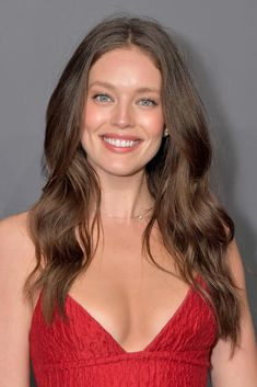 Emily DiDonato Photos - Emily DiDonato attends the amfAR New York Gala 2019 at Cipriani Wall Street on February 2019 in New York City. - amfAR New York Gala 2019 - Arrivals Emily Didonato, Cannes, Maybelline, Jennifer Lopez Photos, Celebrity Updates, Brunette Woman, Victoria Justice, Pretty Eyes, Nice Tops
