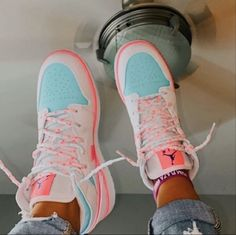 Dr Shoes, Cute Nike Shoes, Swag Shoes, Cute Nikes, Hype Shoes, Shoes Sneakers, New Jordans Shoes, Womens Jordans Shoes, Nike Jordans Women