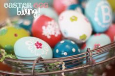 Bling Easter Eggs - 80 Creative and Fun Easter Egg Decorating and Craft Ideas Easter Egg Crafts, Easter Eggs, Diy Osterschmuck, Easter Egg Designs, Easter Ideas, Diy Easter Decorations, Diy Ostern, Egg Decorating, Holiday Decorating
