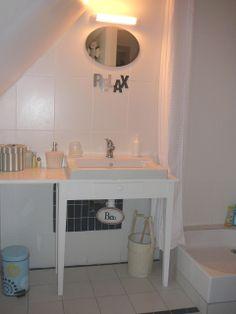 La zénitude pour cette salle d'eau, véritable espace de détente et de soins.