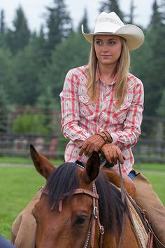 Amber on heartland Heartland Quotes, Heartland Ranch, Heartland Tv Show, Heartland Seasons, Foto Cowgirl, Cowgirl And Horse, Cowgirl Style, Ty Y Amy, Heartland Characters