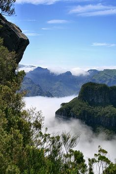 View from Pináculo towards Encumeada and Madeira's central mountain range - Madeira Island, Portugal Funchal, Portugal Location, Beautiful World, Beautiful Places, Algarve, Azores, Amazing Destinations, Beautiful Landscapes, Places To See