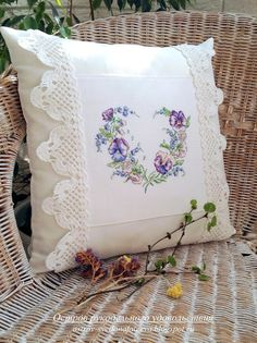 Остров рукодельного удовольствия.: Венок с анютками.Veronigue Enginger Patch Quilt, Book Pillow, Crochet Pillow, Crochet Cushion Cover, Crochet Cushions, Sewing Pillows, Diy Pillows, Decorative Pillows, Cross Stitch Pillow