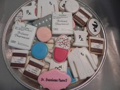 These pharmacist cookies would be a fun surprise for your favorite pharmacy technician or student. #CareerStepgraduation