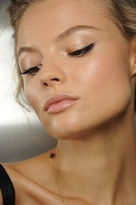 RebelSunday: get it - dewy skin.  So that's how you use an illuminator!
