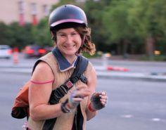 """A pesquisa """"Humor e meio: a forma como viajamos afeta como nos sentimos?"""", de Eric Morris e Erick Guerra, dos EUA, entrevistou 13 mil pessoas que se locomovem de diferentes maneiras pela cidade e concluiu que ciclistas tendem a ser mais felizes."""