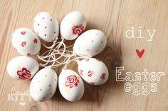 Come forare, svuotare e decorare le uova per le decorazioni pasquali.