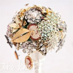 really nifty brooch bouquet :)