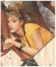 Madonna / In Honolulu, Hawaii - Photo No. 1980s Madonna, Madonna Rare, Madonna Albums, Madonna Photos, Divas, 90s Hairstyles, Female Singers, New Wave, Madonna 80s