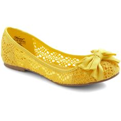Crochet by Me Flat (840 MXN) ❤ liked on Polyvore featuring shoes, flats, yellow, sapatos, ballet flats, yellow flats, flat shoes, crochet shoes, ballerina pumps and ballet shoes