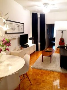 Melissa's Railroad Apartment — Small Cool   Apartment Therapy