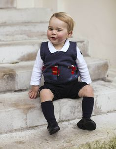 イギリス王室、1歳5カ月のジョージ王子の写真を公開