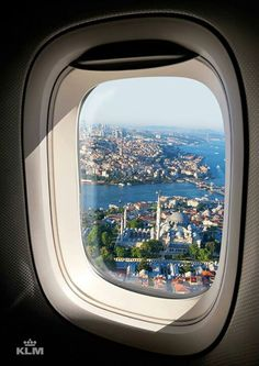 Vue d'Istanbul, Turquie – – 2020 World Travel Populler Travel Country Beautiful Mosques, Beautiful Places, Airplane Window View, Places Around The World, Around The Worlds, Hotels In Turkey, Istanbul Travel, Istanbul Hotels, Turkish Airlines
