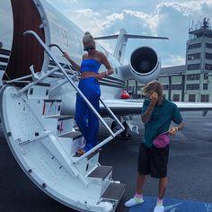Publicação do Instagram de Hailey Baldwin • 13 de Jul, 2018 às 7:21 UTC Hailey Baldwin, Elsa Hosk, Cameron Dallas, Victoria Beckham, Babe, Justin Hailey, Hollywood Life, Private Jet, Romantic Getaway