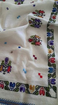 This Pin was discovered by Nag Turkish Design, Turkish Fashion, Art N Craft, Bargello, Hand Embroidery, Diy And Crafts, Cross Stitch, Traditional, Quilts