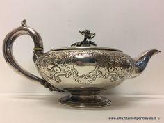 Argenti antichi - Caffettiere e teiere Antica teiera in argento sbalzato - Teiera Georgiana in argento Immagine n°1