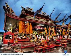 Lễ hội ăn chay Phuket ( Vegetarian Festival ) là sự kiện thường niên diễn ra trong tháng 9 âm lịch. Người Thái tin rằng lễ hội ăn chay cùng với những nghi thức thiêng liêng của nó sẽ ban phát may mắn cho những người tuân thủ nghi lễ này. Xem thêm: http://thailansensetravel.com/vegetarian-festival-n.html