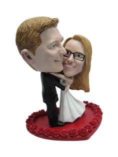 Looking for personalized gift? 1minime offers you the best collection of bobble head model for wedding gift, personalized gift, personalized cake toppers, bobble head cake toppers, groomsmen bobble heads and more!