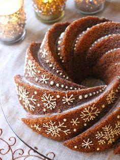 Tässäpä aivan ihana ja todella helppo kahvikakku! Ainekset vain sekoitetaan keskenään, etkä tarvitse ollenkaan sähkövatkainta. Yksinkertais... Christmas Treats, Christmas Baking, Baking Recipes, Dessert Recipes, Cupcakes, Coffee Cake, Let Them Eat Cake, No Bake Cake, Cookie Decorating