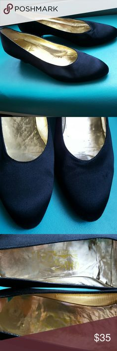 SALE💋💕 Vintage lovely Salvatore Ferragamo SZ 8AA Vintage lovely Salvatore Ferragamo SZ 8AA black Satin leather Sole Salvatore Ferragamo Shoes Heels
