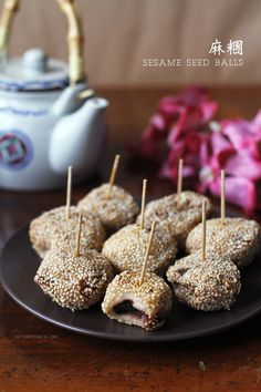 Homemade Sesame Balls Buchi Recipe [麻糰] | Glutinous balls coated with a crispy sesame seed shell and filled with anything from sweet red bean paste to lotus paste. A Chinese restaurant favourite!