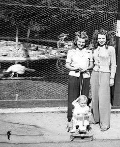 Norma Jeane with friends at Catalina Island, 1943 movie star Marilyn Monroe found photo street vintage fashion style pants trousers wide leg sweater button down hair shoes photo print ad casual sportswear 1940s Woman, Lindy Hop, 20th Century Fashion, 1940s Fashion, Vintage Fashion, Norma Jeane, Walking By, Old Hollywood, Lazy Outfits
