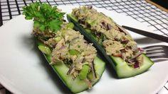 Thunfisch in neuer Form: Zusammen mit Speck und Avocado in ausgehöhlter Gurke ➤ gesünder geht es kaum! ✓Glutenfrei ✓Eifrei ✓Laktosefrei ✓Nussfrei.