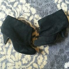 Steve Madden suede booties Steve Madden black booty. In good condition; has a little bit of wear on the back right heel. Steve Madden Shoes Ankle Boots & Booties