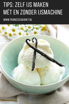 Dairy-free ice cream from cashews and coconut. This homemade raw vanilla ice cream recipe is a family favorite! Try this great recipe with warm peach cobbler or on it's own for for a refreshing treat! Low Carb Desserts, Healthy Desserts, Raw Food Recipes, Healthy Eating Recipes, Dessert Recipes, Ice Cream Day, Vanilla Ice Cream, Bosch Mum5, Dairy Free Ice Cream
