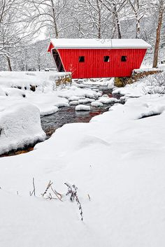 Kent Falls Covered Bridge, Kent, Connecticut / Covered wooden bridge in winter Image Nature, Winter Scenery, Snow Scenes, Old Barns, Covered Bridges, Winter Landscape, Winter Time, Monuments, New England