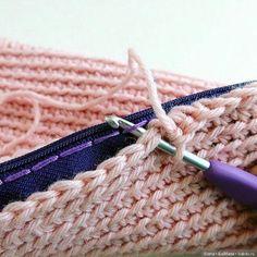 Способ пришивания молнии к вязаному изделию / Вязание для кукол / Бэйбики. Куклы фото. Одежда для кукол