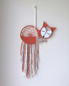Sleeping Fox dream catcher ^ JamesAndRae on etsy Fox Crafts, Yarn Crafts, Kids Crafts, Diy And Crafts, Craft Projects, Arts And Crafts, Dreams Catcher, Dream Catcher Nursery, Dream Catcher Craft
