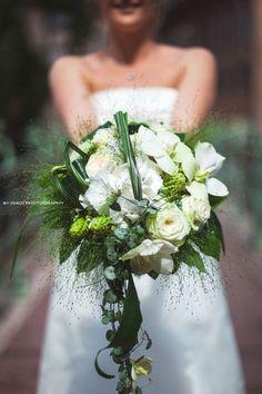 Photo: G   Le bouquet du lundi provient d'un mariage très récent couvert par les photographes et amis G La réalisation est d'un fleuriste très talentueux de Strasbourg, Green Fleuriste. Les compositions sont modernes, délicates et pleines de fraîcheur.