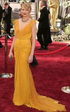 One of my all time favorite red carpet looks from the hair to the dress color to the red lips - perfection (Michelle Williams academy awards 2006)