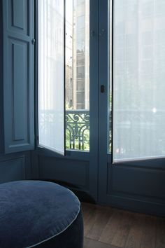 doors for walkout Tall Window Treatments, Window Coverings, Hotel Alma, Living Colors, Interior Architecture, Interior Design, Interior Windows, Paris Apartments, Windows And Doors