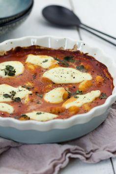 Vegetarische Gnocchi überbacken mit Mozzarella in Tomaten-Frischkäse-Sauce #rezept #schnell #einfach #ofen #gnocchi #tomatensauce #ofengericht #vegetarisch